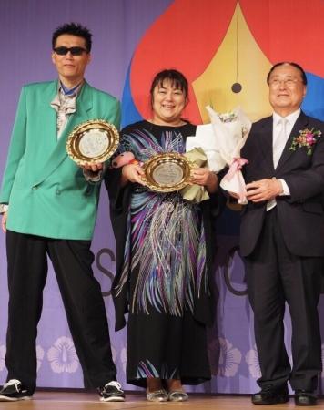 左から GOD、  SIZUKU、  ギム・ハクス元国連事務次長