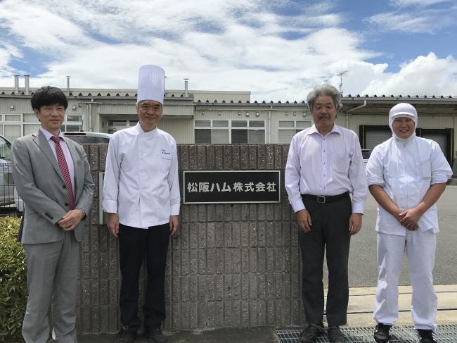 左から 松阪ハム 安田さん、「モンマルトル」林シェフ、 松阪ハム 矢倉社長、別府さん