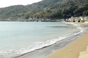 全長1kmの浜が続く宇佐美の海