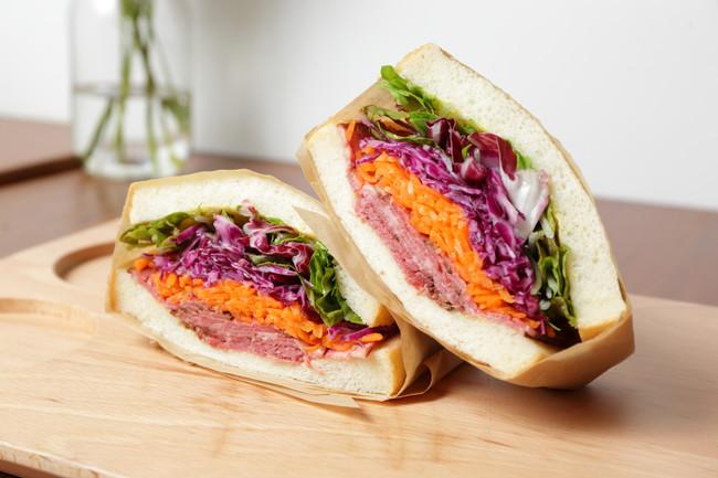 オリーブ牛のローストビーフサンドイッチ