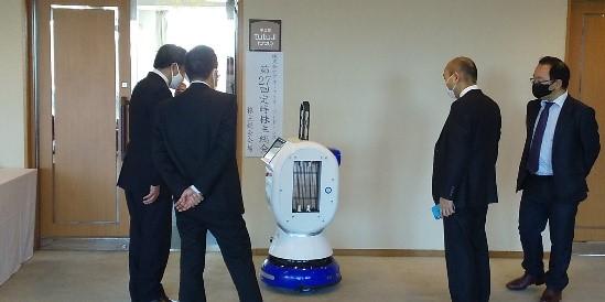株主様や関係者に注意喚起及び除菌のPRを行う除菌ロボット(紫外線照射はしていません。  )