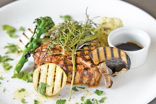 静岡代表の肉料理系カフェめしは、本格派の一品