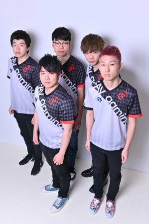▲JACK選手、KENTSUMESHI選手、X-Bow Master選手、Kitassyan選手、DANI選手(写真左から)
