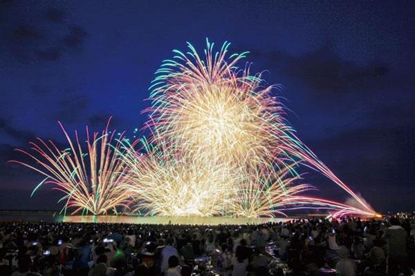 8位 ぎおん柏崎まつり海の大花火大会(新潟県柏崎市)