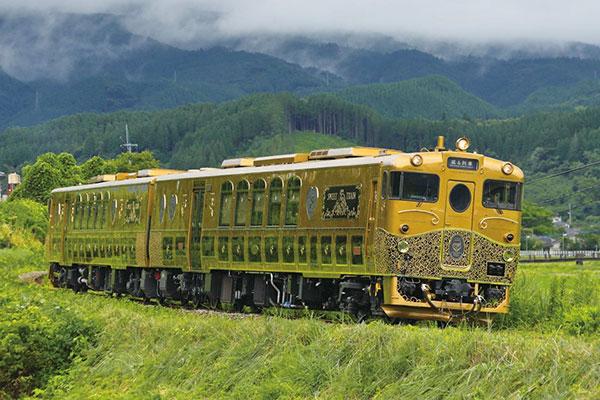 3位 「或る列車(あるれっしゃ)」<JR九州>