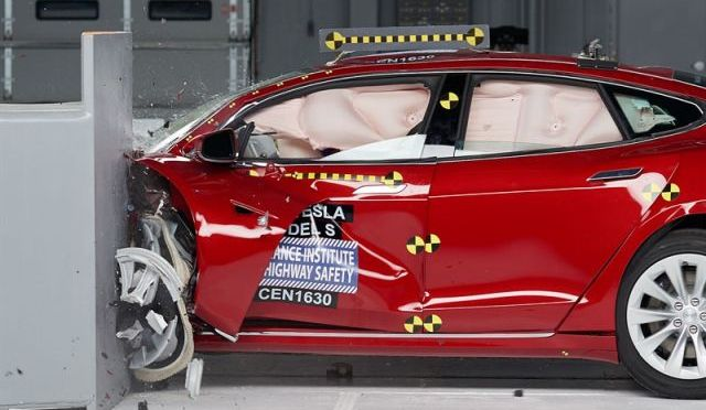 Model S | Tesla | Crash Test del IIHS
