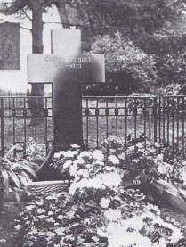 Eibenburg, Kreis Darkehmen/Angerapp. Grób Gustava Eggerta (Gustav Eggert 1875-1933). Zdjęcie z 1934 roku. Źródło fot. Stadt und Kreis Darkehmen/Angerapp, Leer 1984.