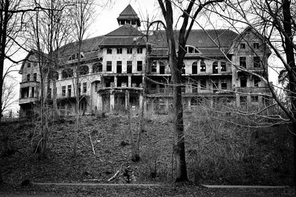Five Hair-Raising Haunted Houses to See