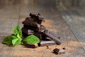 cocoa-nomics chocolate-with-mint-leaves