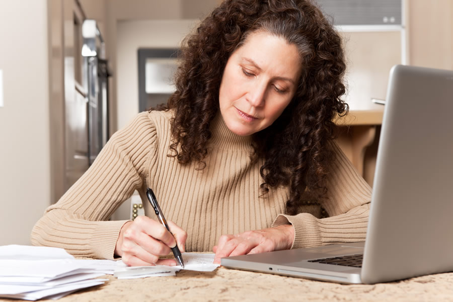 divorce-woman-paying-bills-with-laptop