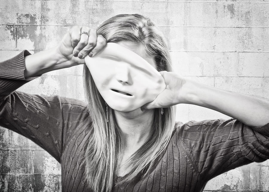freelance-woman-peeling-mask-black-white