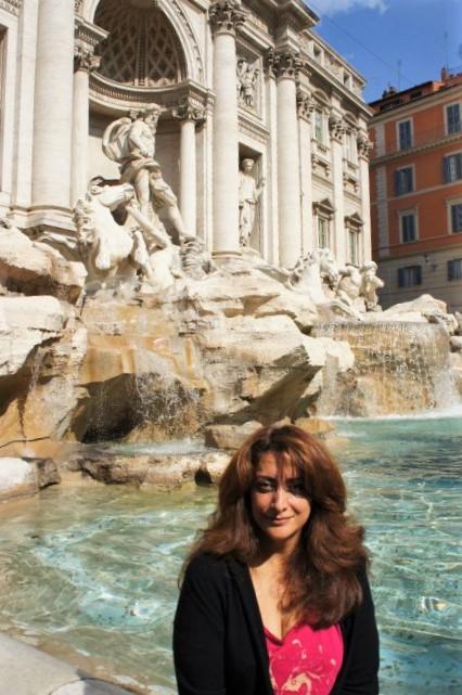 roohi-trevi-fountain-rome
