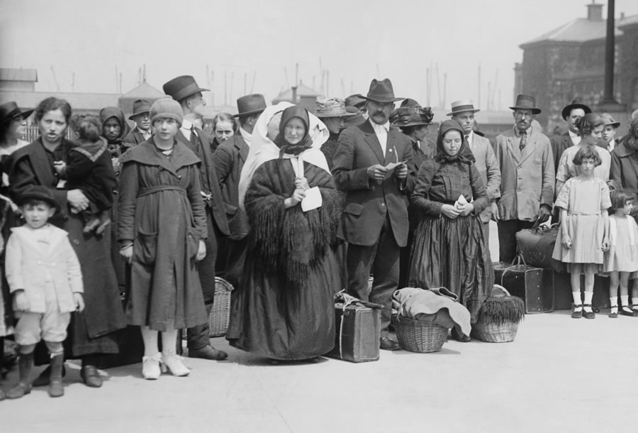 american-resilience-group-of-immigrants-just-arrived-at-ellis-island