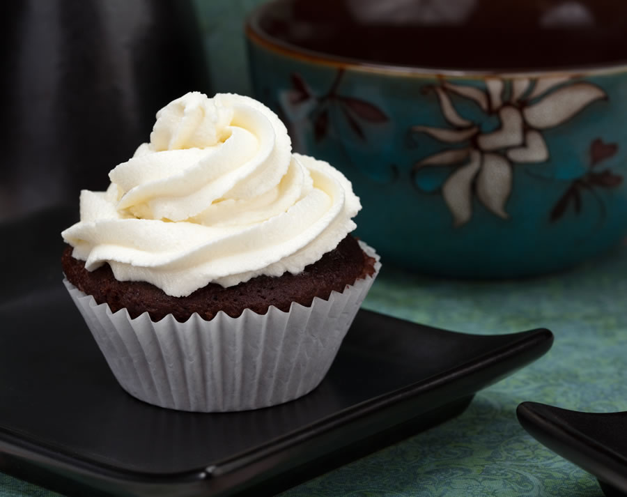 chocolate-cupcakes-cupcake-with-white-icing
