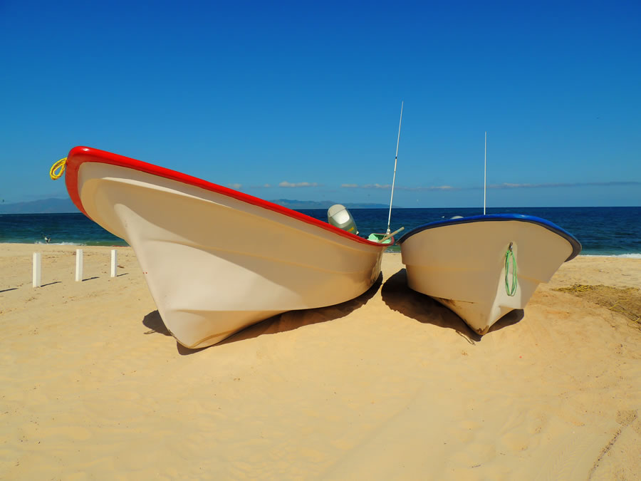 expat-two-boats-on-beach