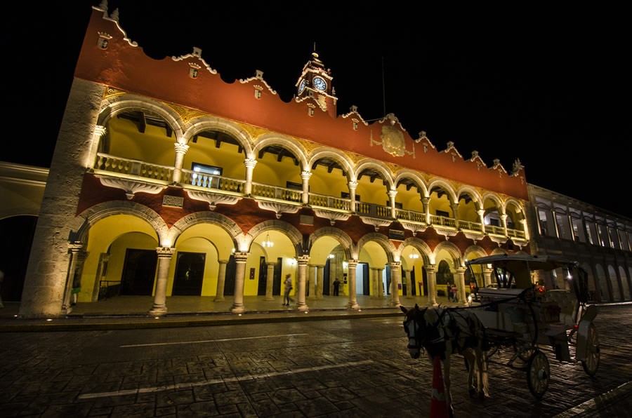 Thanksgiving in Mexico - merida-at-night