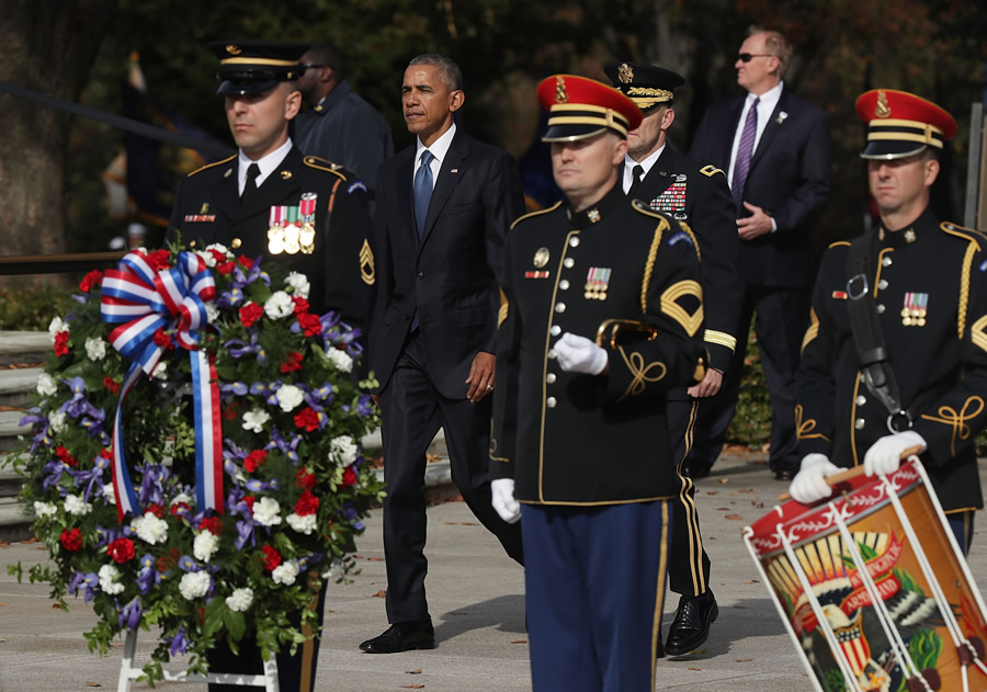 President Obama Lays Wreath At Tomb Of Unknown Soldier On Veterans Day