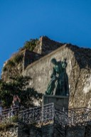 Cinque Terre - Monterosso al Mare, pomnik na nadbrzeżu