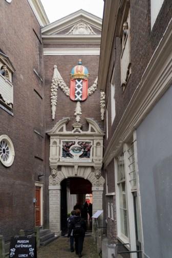 Amsterdam - wąskie przejścia i uliczki
