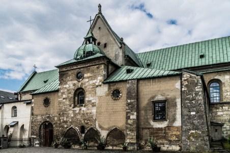 kamienne zabudowania klasztorne