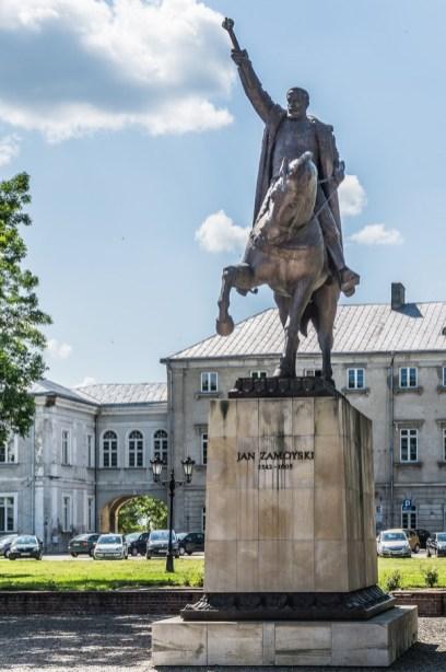 Zamość - pomnik Jana Zamoyskiego przed Zamkiem