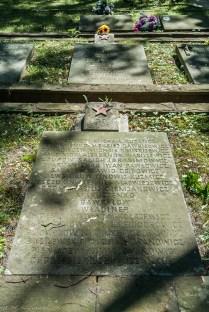 cmentarze w kielcach - Cmentarz Żołnierzy Radzieckich groby