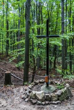 Patrol - krzyż w lesie