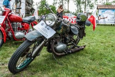 motocykl z tabliczką iż 49