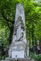 stare powązki - posąg zjawa