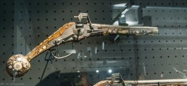 atrakcje malborka - zamek muzeum pistolet