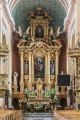 piekoszów ozdobiony ołtarz w kościele