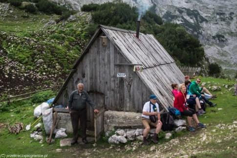 szałas z piwem trekking czarnogóra góry durmitor