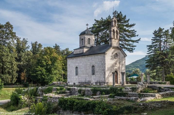 Świątynia - dzień w Górach Lovcen