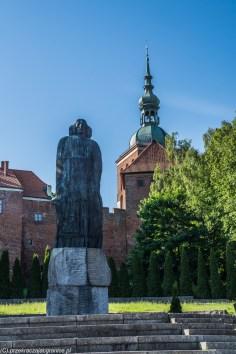 Frombork - pomnik M. Kopernika