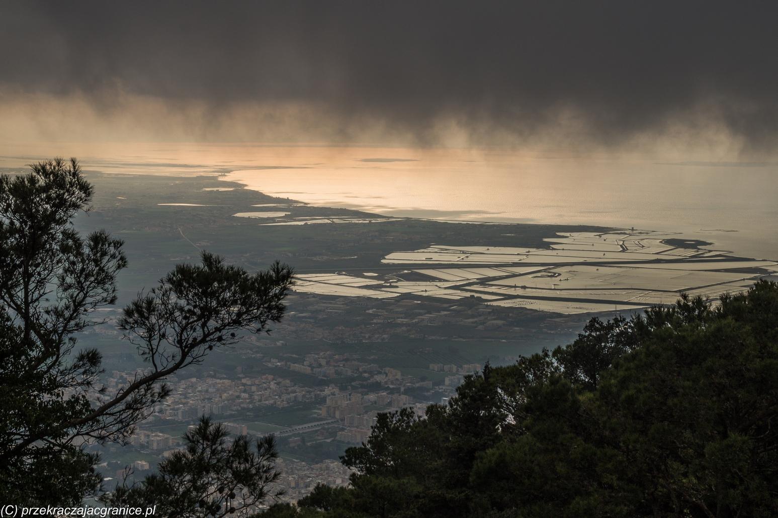 sycylia informacje praktyczne - saliny chmury panorama