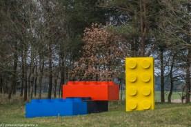 duże klocki lego przy ulicy w billund