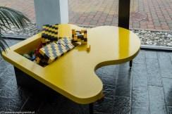 klocki lego na stole legoland billund