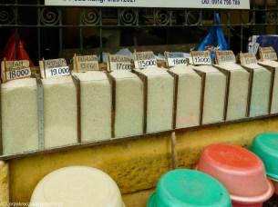 stoisko na targu z ryżem
