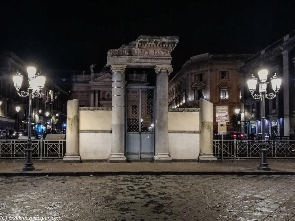 katania - Anfiteatro Romano pozostałości po starej budowli