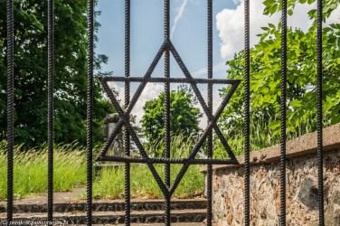 brama gwiazda dawida cmentarz suwałki