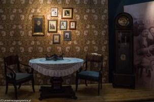 stół krzesła obrazy na ścianie suwałki