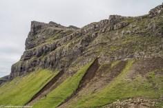 ostre podejście na szczyt trawy przechodzą w gołe skały