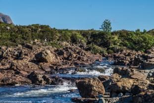 spienione wody górskiej rzeki