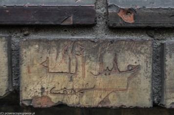 podsumowanie listopada - warszawska praga arabskie napisy na murze