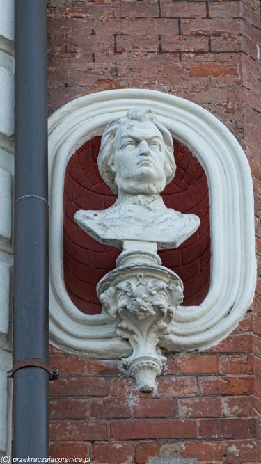Kamienica Wieszczów popiersie Adama Mickiewicza