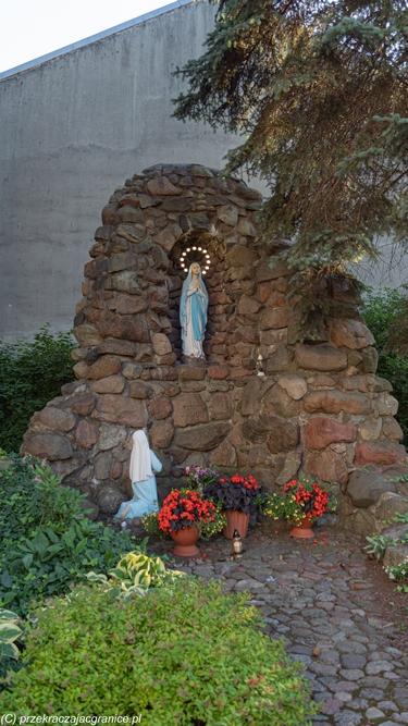 Biała Podlaska - Kościół Narodzenia NMP grota