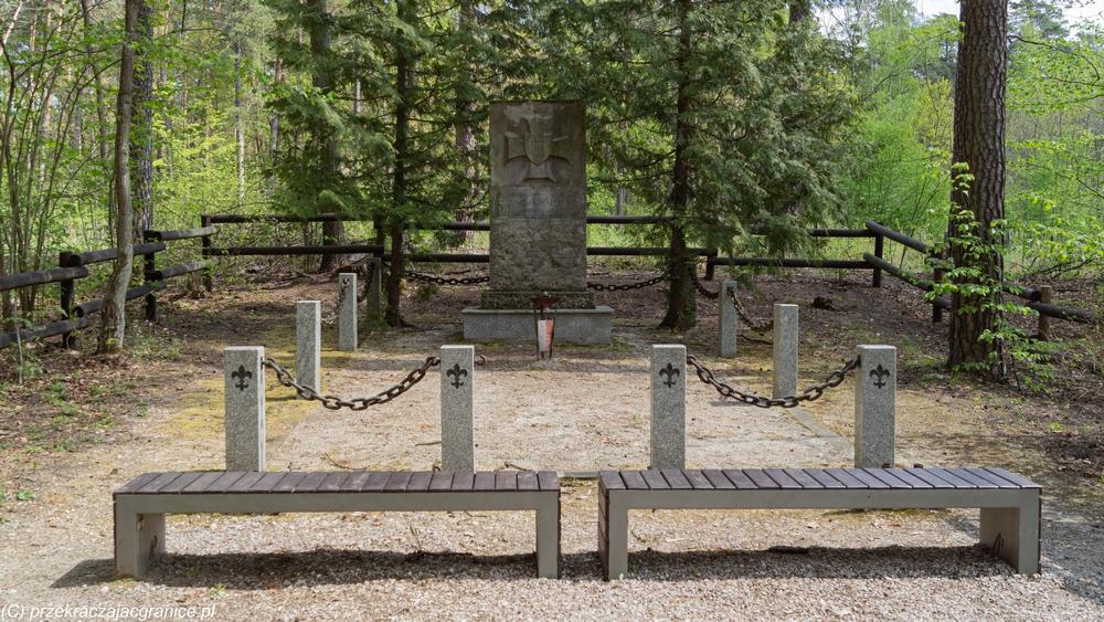 Spacer pod Warszawą - miejsce pamięci
