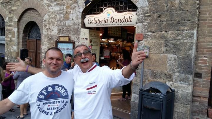 San Gimignano - Mikołaj i właściciel najlepszej włoskiej lodziarni Sergio Dondoli