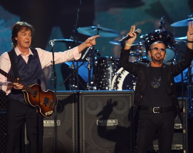 la-et-ms-rock-hall-induction-paul-mccartney-ringo-starr-presenter-performer-20150316