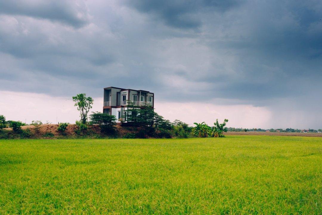 Pewnie nikt tak sobie nie wyobrażał domku nawsi. Aletaka właśnie jest Tajlandia.
